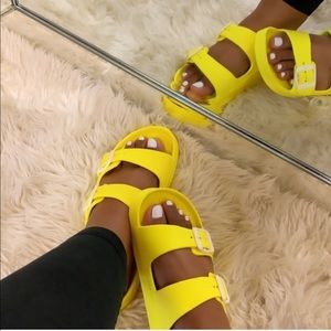 😍Poolside Yellow Slides!😍